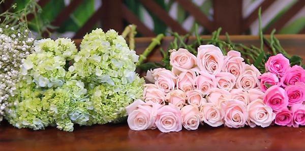 cách cắm hoa hồng trong bình tròn thấp - hình ảnh 3